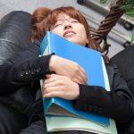 仕事中眠くてたまらない・・生理前の眠気を止める方法
